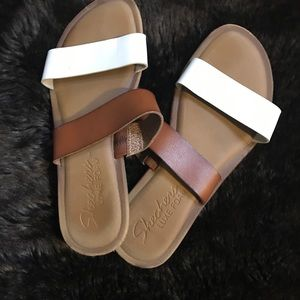 🌙 $5 Brown and white sandals sz 7.5 women's foam